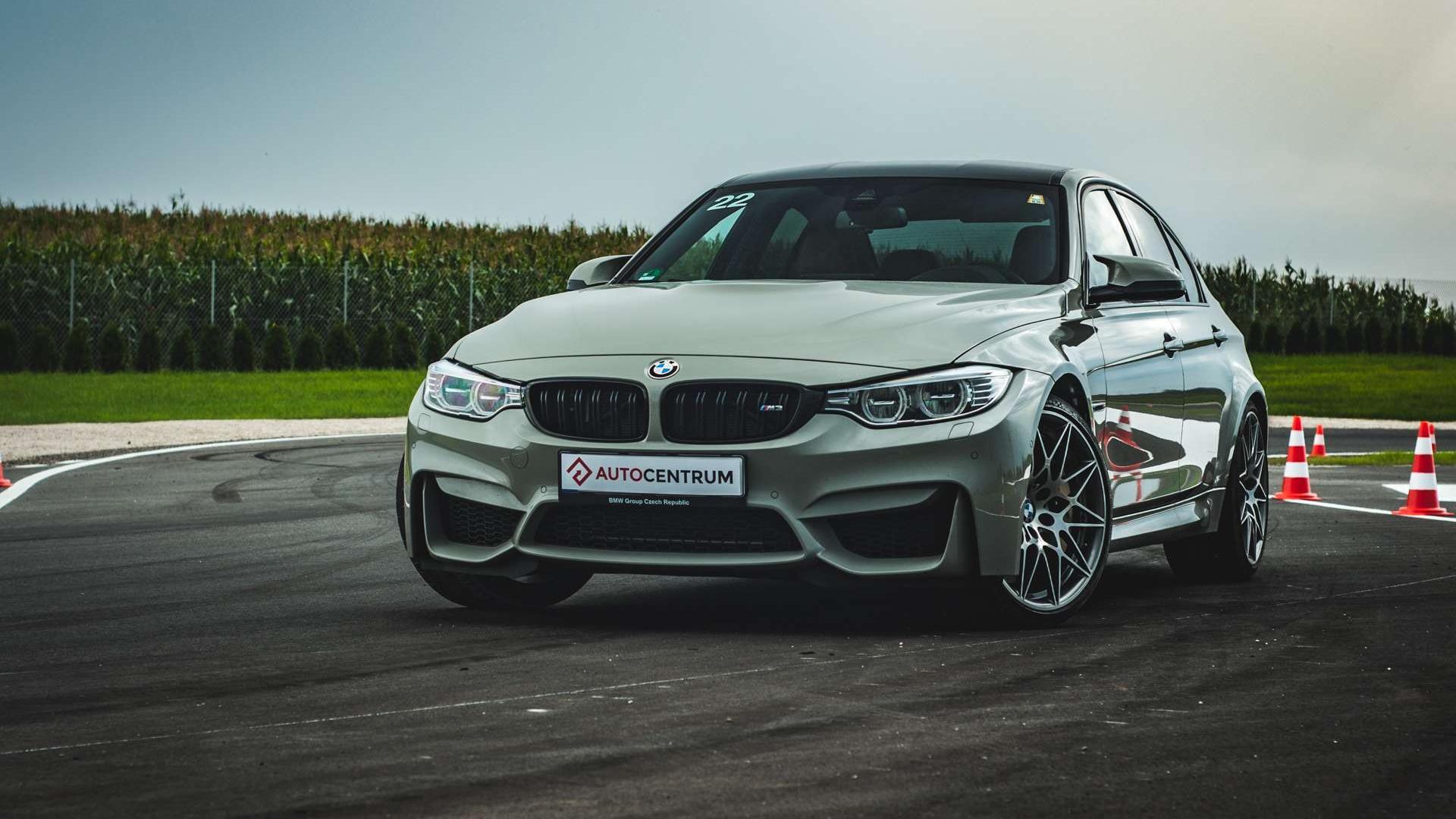 BMW Seria 3 Publikacje motoryzacyjne • AutoCentrum