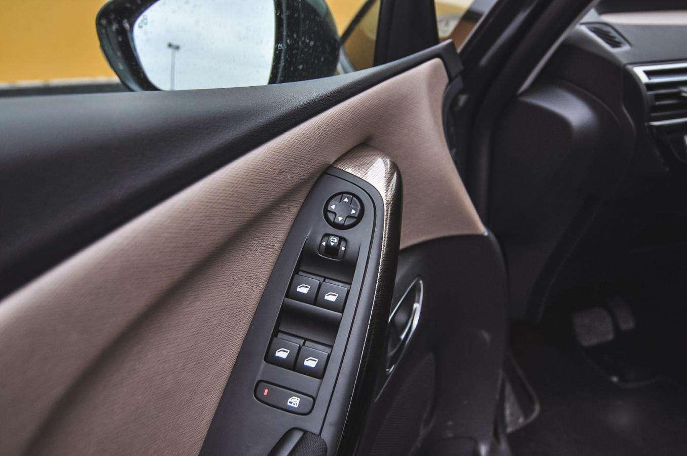 citroen grand c4 picasso 2 0 bluehdi futurystyczny minivan. Black Bedroom Furniture Sets. Home Design Ideas