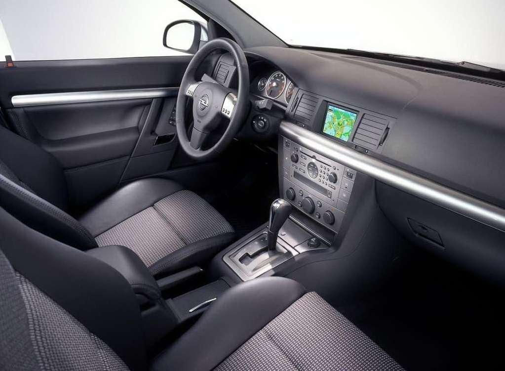 Unikalne Auto, które trzeba prowadzić z tylnej kanapy - Opel Signum WV42