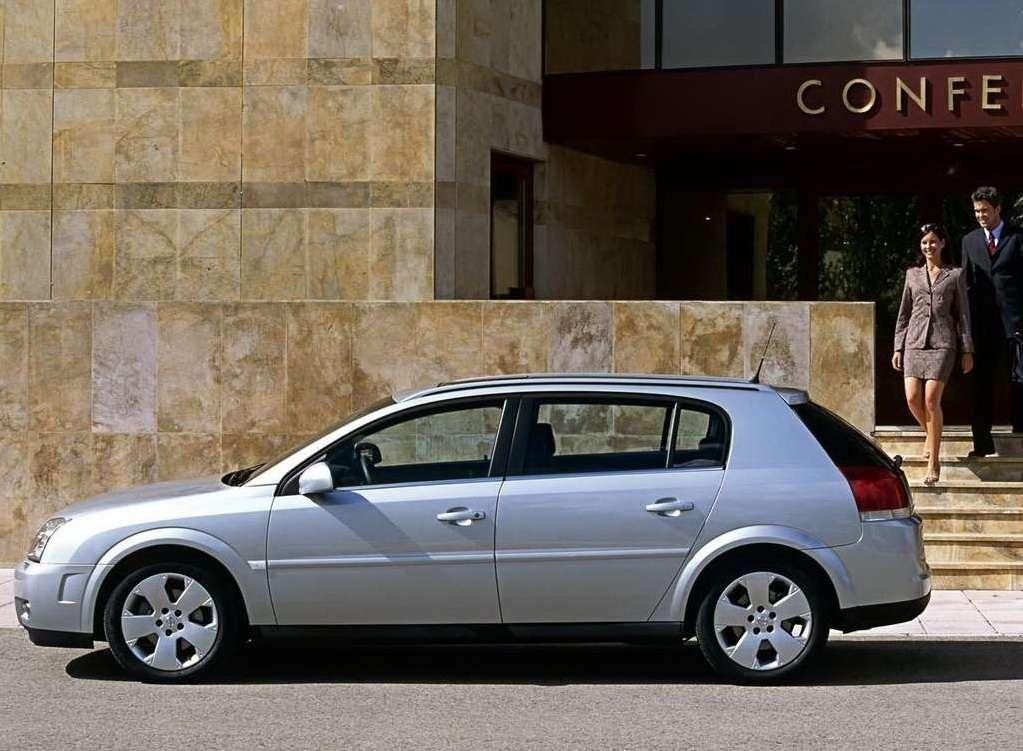 Chwalebne Auto, które trzeba prowadzić z tylnej kanapy - Opel Signum ZW44