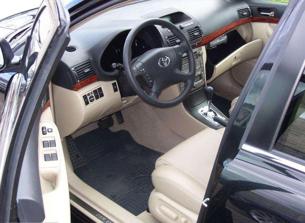 Genialny Bez emocji - Toyota Avensis (2003-2008) • AutoCentrum.pl LM95