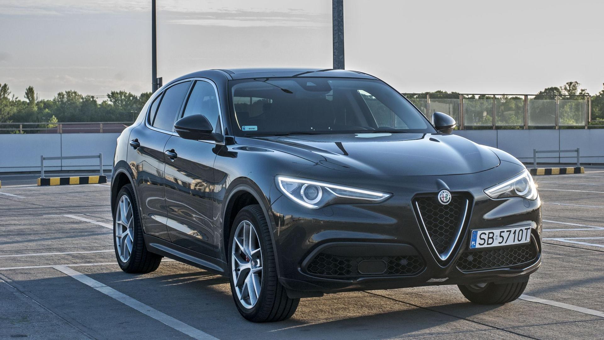 Alfa Romeo Stelvio rodzinny bolid • AutoCentrum