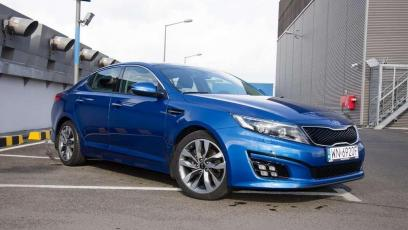 Kia Optima - sedan w sportowej marynarce