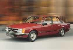 Opel Commodore C Sedan 2.5 E 130KM 96kW 1981-1982