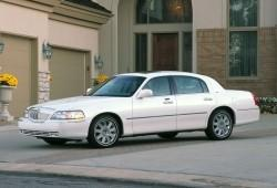 Lincoln Town Car III 4.6 i V8 242KM 178kW 2006-2011