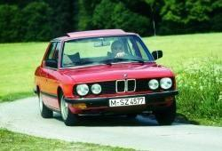 BMW Seria 5 E28 Sedan 520 i 125KM 92kW 1981-1985