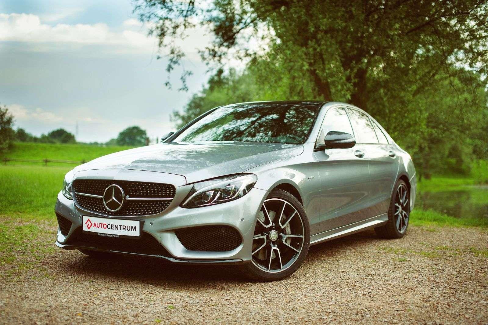 Mercedes benz klasa c 450 amg sport galeria redakcyjna for Benz sport katalog
