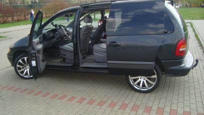 Chrysler Voyager Iii Minivan 2 4 I 150km 110kw 1995 2000 Dane