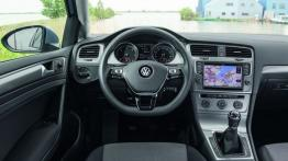 Volkswagen Golf VII TDI BlueMotion (2013) - kokpit